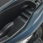 Bagasi Aerox 155 25 liter muat helm full face dibalik