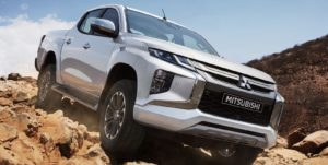 New-Mitsubishi-Triton-L200-Facelift-2019-white-putih-wallpaper