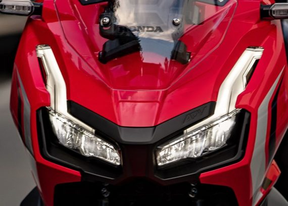 Kelebihan Honda ADV150 LED headlights