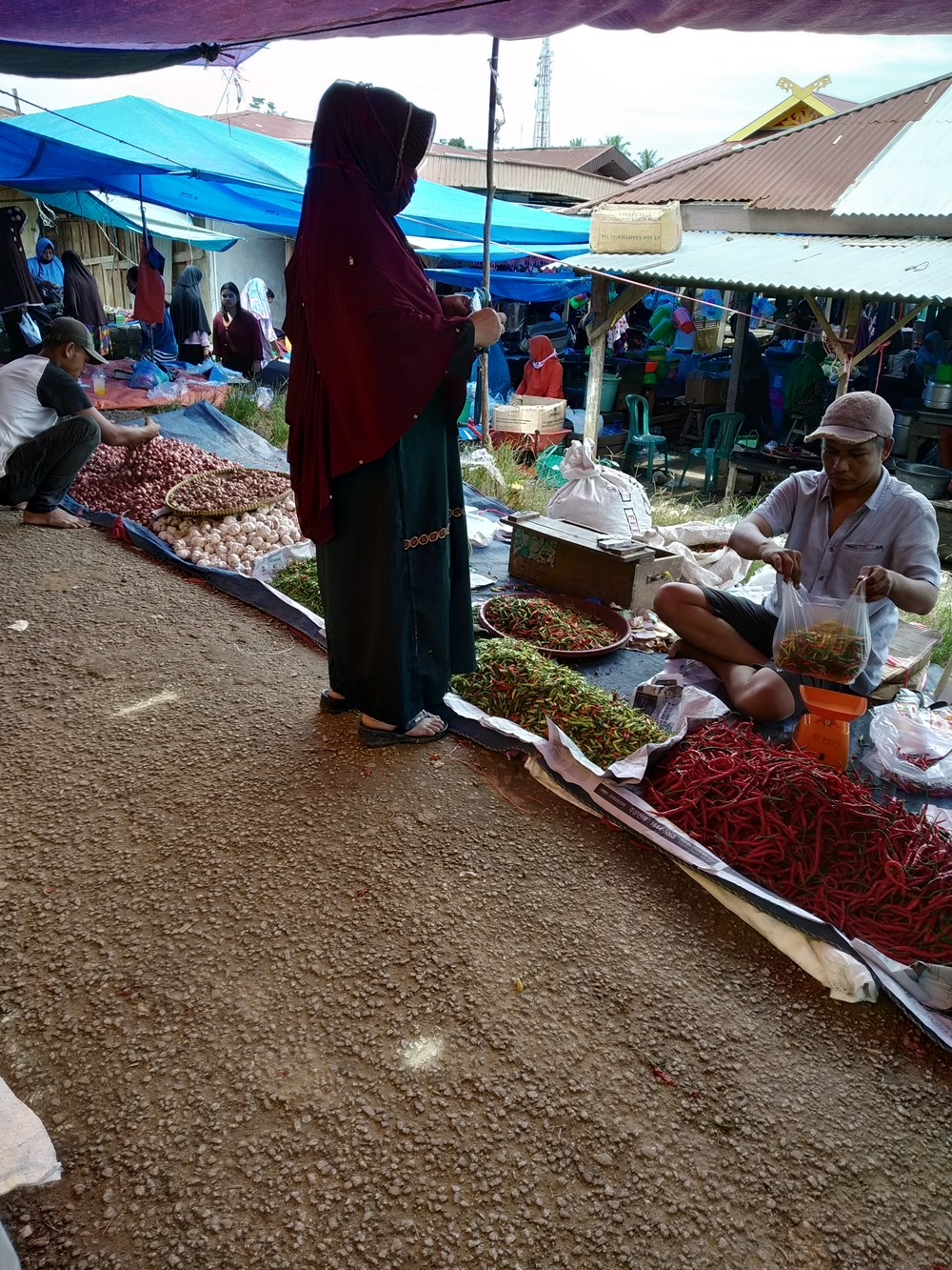 Foto Gratis Pasar Free Stock Photo Traditional market in Indonesia Asia penjual cabai merah